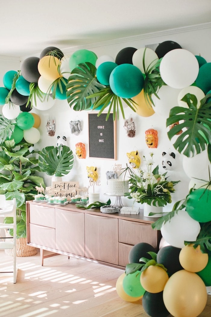 jungle birthday party idea with balloon arch