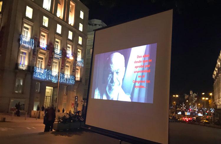 Resultado de búsqueda talidomida Grünenthal Los talidomídicos proyectaron vídeos a las puertas del Congreso