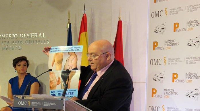 José Riquelme recoge premio del CGCOM a AVITE reconociendo lucha de la Asociación GRUNENTHAL TALIDOMIDA CRISTINA VILLANUEVA OMC CGCOM SERAFIN ROMERO JAVIER FONT