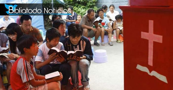 Sobre la Roca: Cristianos de China se congregan en los escombros de sus iglesias sin importar la persecución vivida