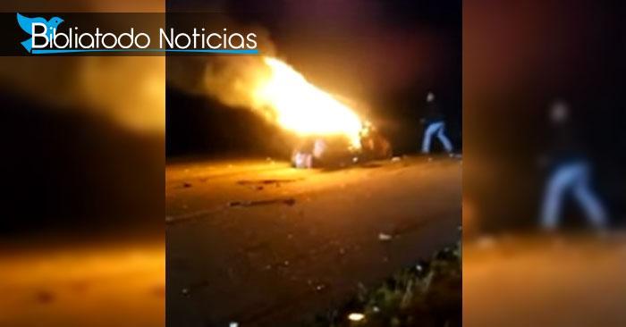 Hombre atrapado en incendio dentro de su auto es salvado por pareja cristiana en plena autopista.