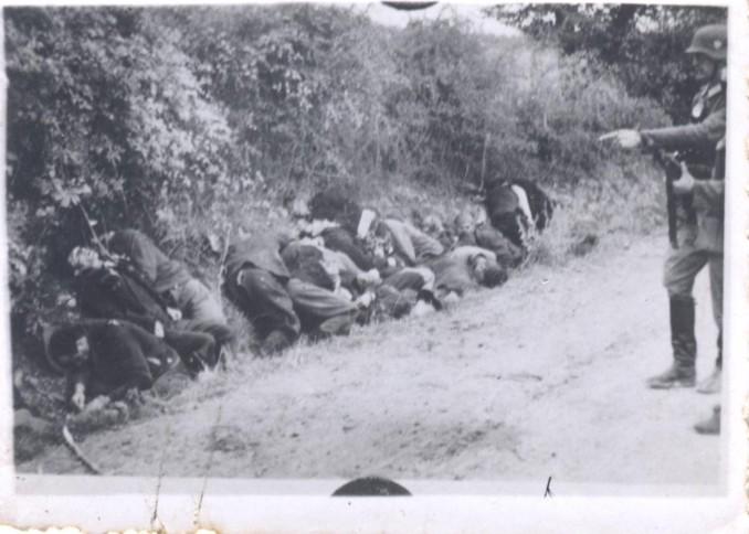 Fotoğraf: Alman askerleri tarafından öldürülen siviller.