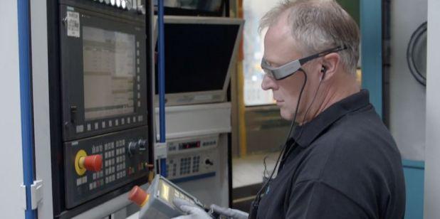 המשקפיים החכמים של Epson מסייעים לטכנאים, אנשי השטח של חברת סימנס, לשמור על כללי הריחוק החברתי, AVmaster
