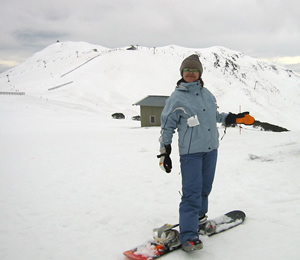 the obligatory top-of-da-mountain photo. i just realized that my board seems very short!