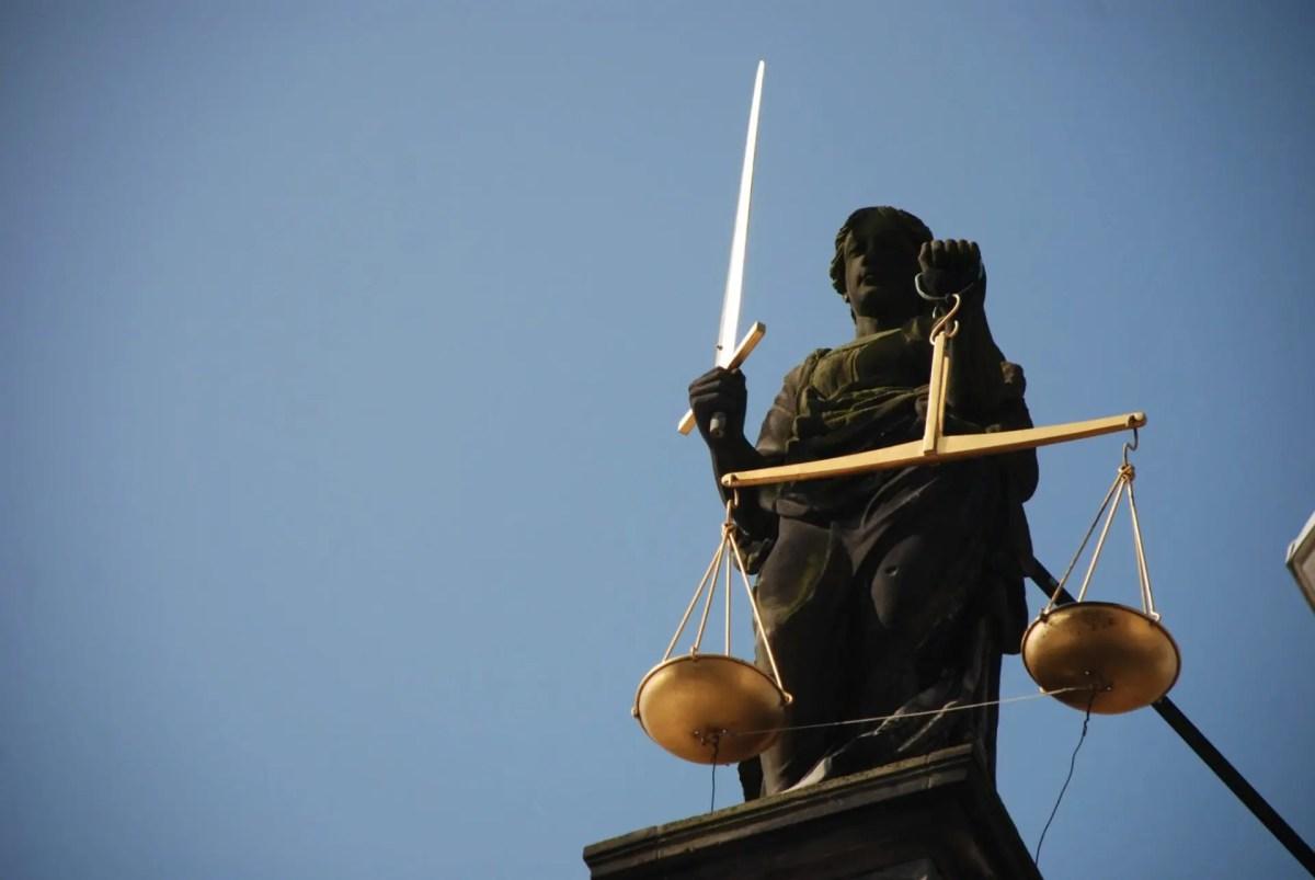 monument statue mast blue scale lighting 897174 pxhere.com - Domaines d'expertises | Droit International et Européenne des Droits de l'Homme