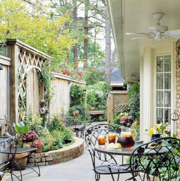 Patio Tour: Classic courtyard with pond and fountain ... on Courtyard Patio Ideas id=39187