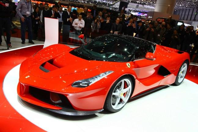 Ferrari LaFerrari: 499 kosov in vsaj še enkrat toliko naročil, preko 350 kilometrov na uro, manj kot 3 sekunde z mesta do 100, manj kot 7 do 200 in 15 do 300 kilometrov na uro.