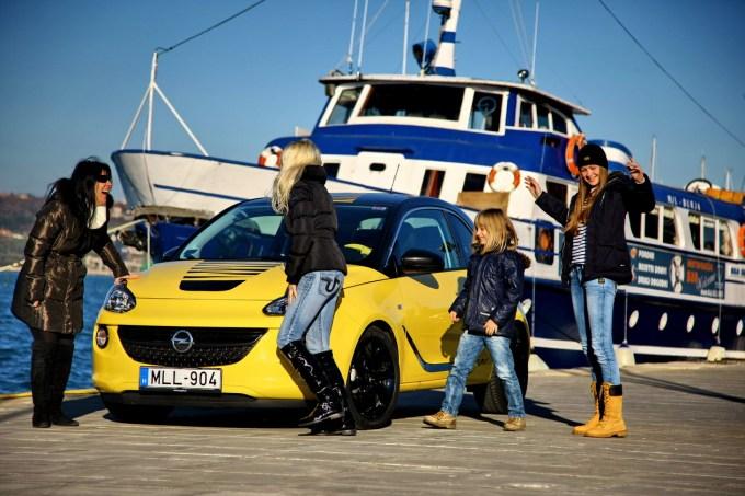 Opel Adam 1.4 Slam: takole barvno živahen in igriv je mora res najbolj privlačen mladim. Dekletom.