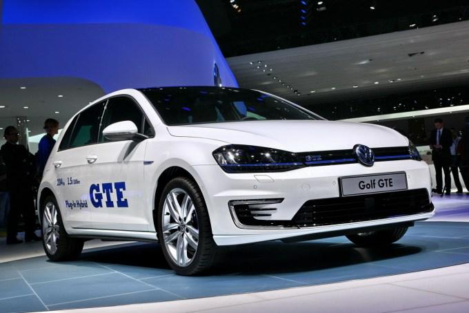 Električen avtomobil, ki med delovanjem ne onesnažuje okolja, se od bencinskega ali dizelskega ne razlikuje na pogled, le težji in dražji je.
