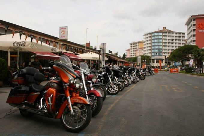 Množica Harley-Davidsonov na portoroških ulicah dokazuje, da to ni le motocikel, pač pa kultura, filozofija in tudi način življenja.