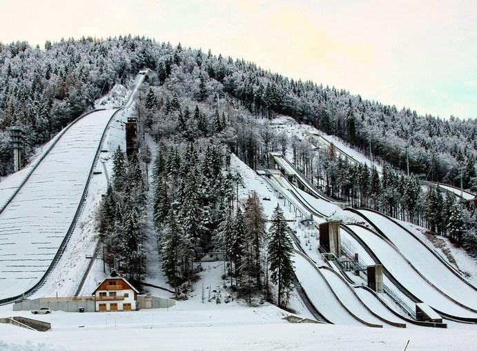 Osem VW Transporterjev za slovenski skakalni naraščaj