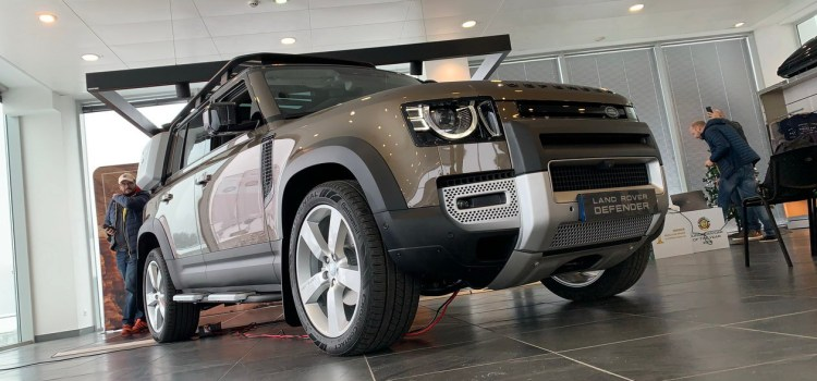 Land Rover Defender: predpremierno v Sloveniji