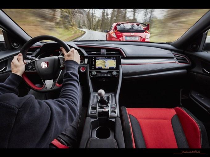 2017 Honda Civic Type R (23)