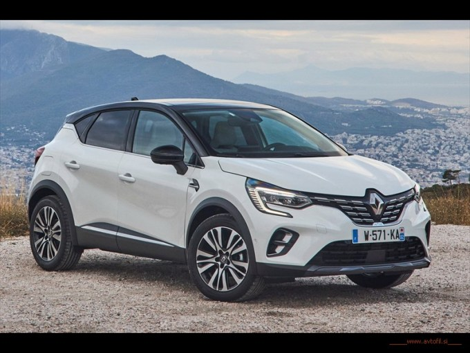 21233625_2019_-_New_Renault_CAPTUR_tests_drive_in_Greecec