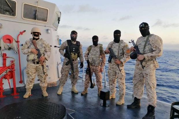 Nelle foto pubblicate su Twitter da sostenitori di Serraj, si vedono le navi donate dall'Italia in asseto da combattimento