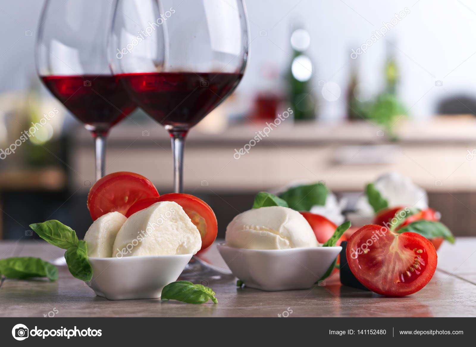 Vino e mozzarella: la retata dei Nas