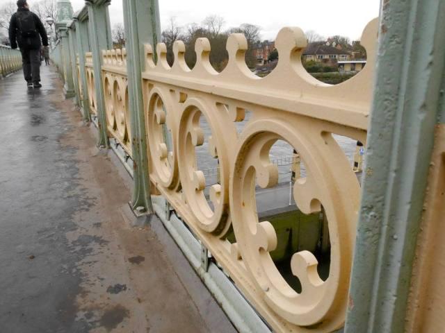 Richmond Lock footbridge