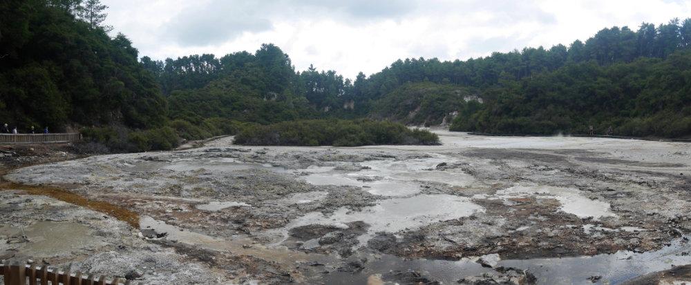 More Wai-O-Tapu thermal pools