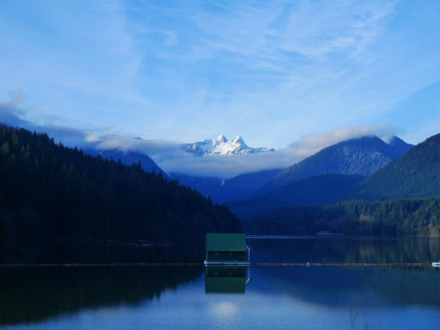 The lions behind Capilano lake