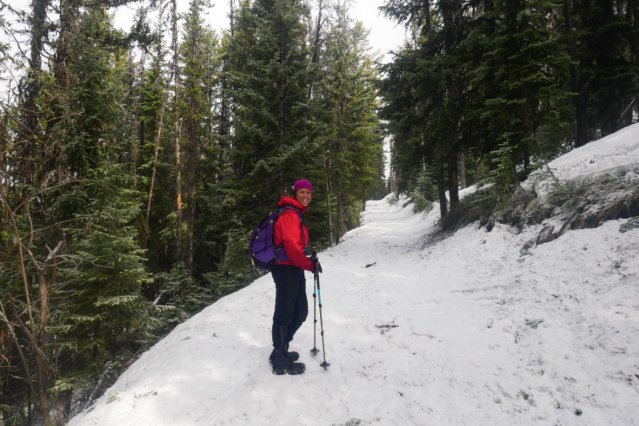 Lisa from West Coast Hiker Girl showing the way