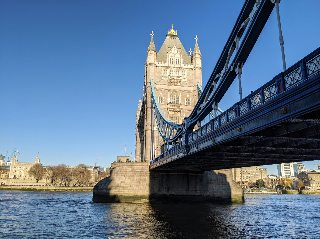 London sightseeing walk - Tower Bridge to Big Ben - A walk and a lark