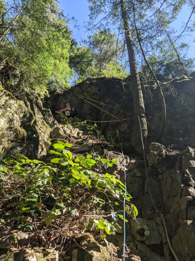 Ropes and cliffs on Mount Underhill