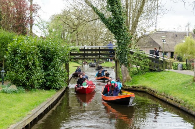 Boating in Giethoorn