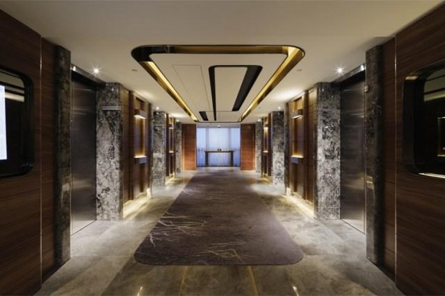 Royal Plaza elevators