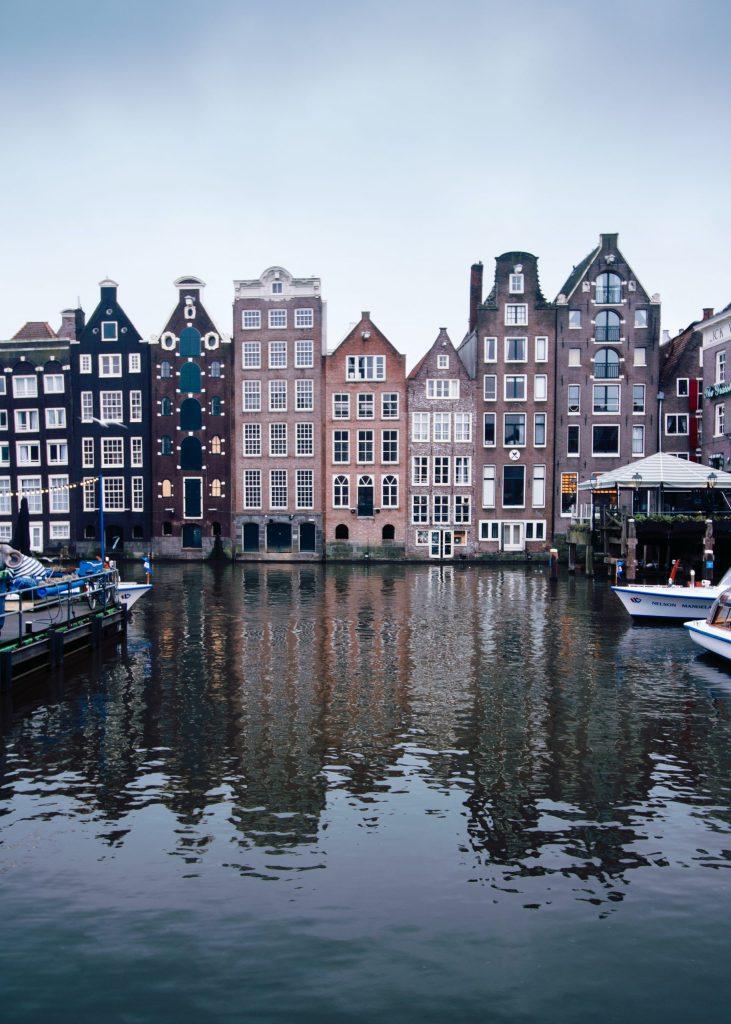 Damrak photo spot in Amsterdam