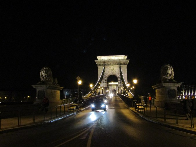 chain-bridge-budapest-night.jpg