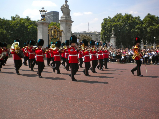 changing-of-the-guard-london.jpg