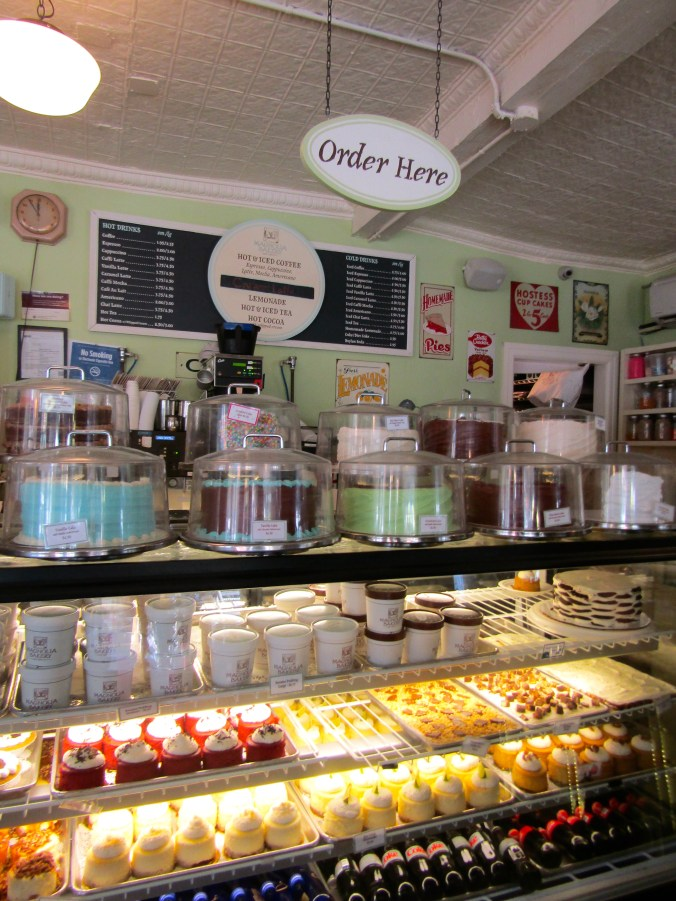 magnolia-bakery-greenwich-village-nyc.jpg