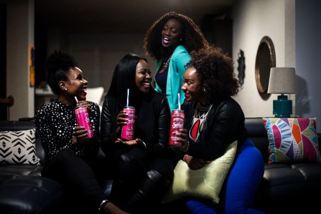Girls night in with Seagram's Escape drinks. Atlanta blogger hosting friends for drinks-44