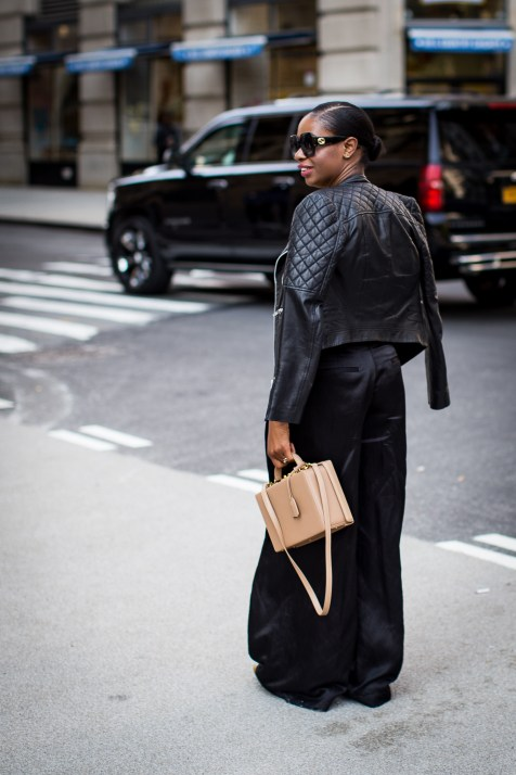 How to style wide leg pants. horiscop t-shirts by j.crew atlanta blogger, fall fashion, gucci belt, fashion trends, red, gucci belt-2