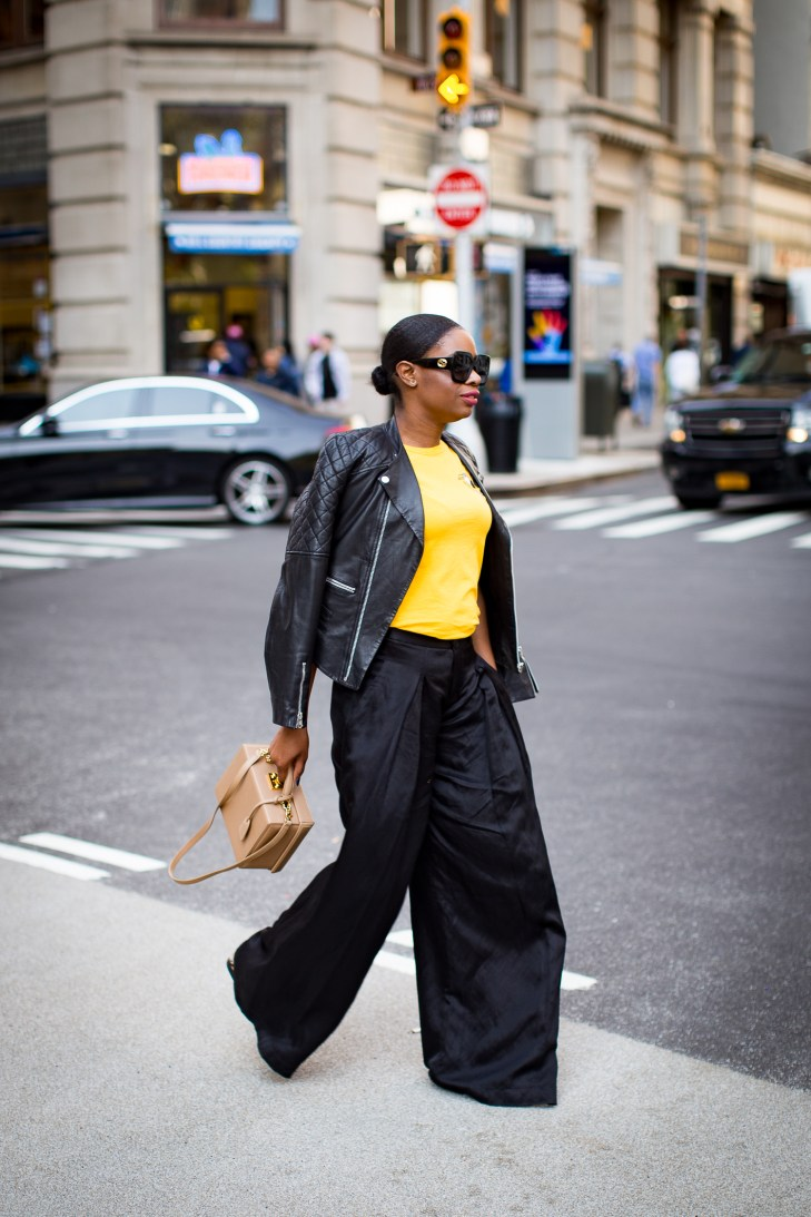 How to style wide leg pants. horiscop t-shirts by j.crew atlanta blogger, fall fashion, gucci belt, fashion trends, red, gucci belt-24
