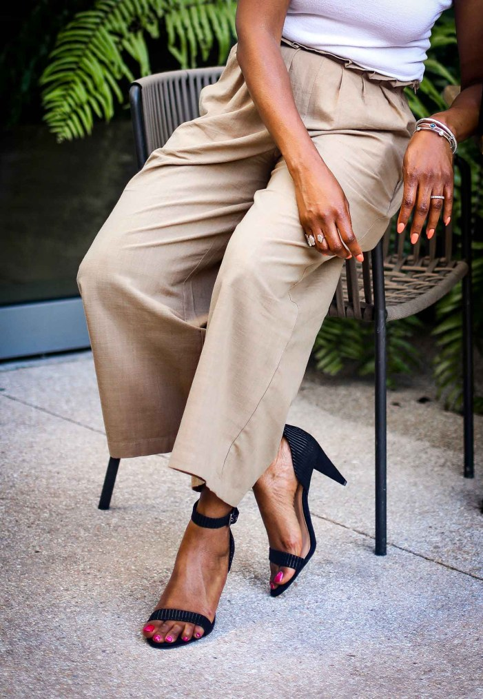 Atlanta blogger in Vince Camuto black sandals and black bag-4