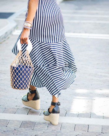 how to style a blue and white ruffle hem maxi skirt from banana republic by top atlanta fashion blogger-2