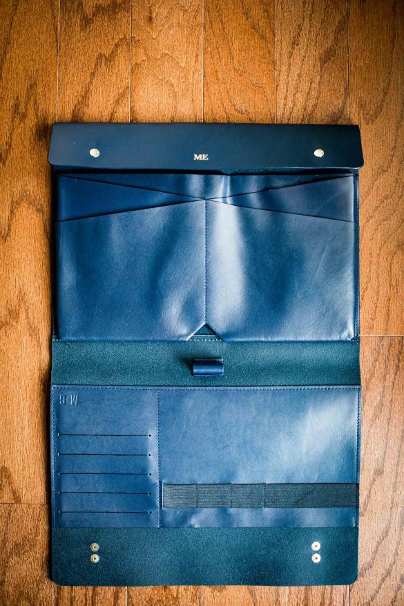 Fashion blogger Monica Awe-Etuk picks explains why the large protfolio from Mark & Graham makes the perfect holiday gift-4