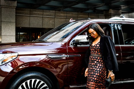 Atlanta fashion and lifestyle blogger Monica Awe-Etuk driving the lincoln navigator black label to the four season's hotel in atlanta wit other fashion and lifestyle bloggers-9