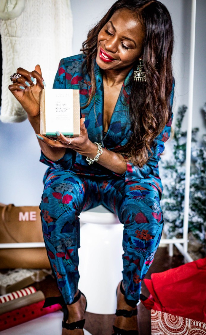 Atlanta lifestyle blogger Monica Awe-Etuk takes a cue from Oprah, and givesaway her favorite things. wearing lafayettle148 suit, michele watch and alexandre birman shoes-32