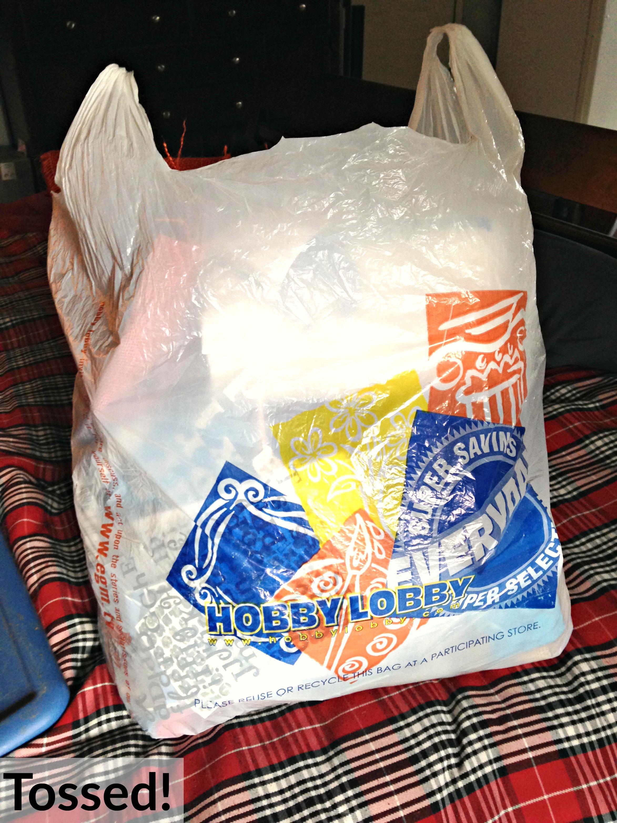 30 Day Minimalist Decluttering Challenge | A Welder's Wife