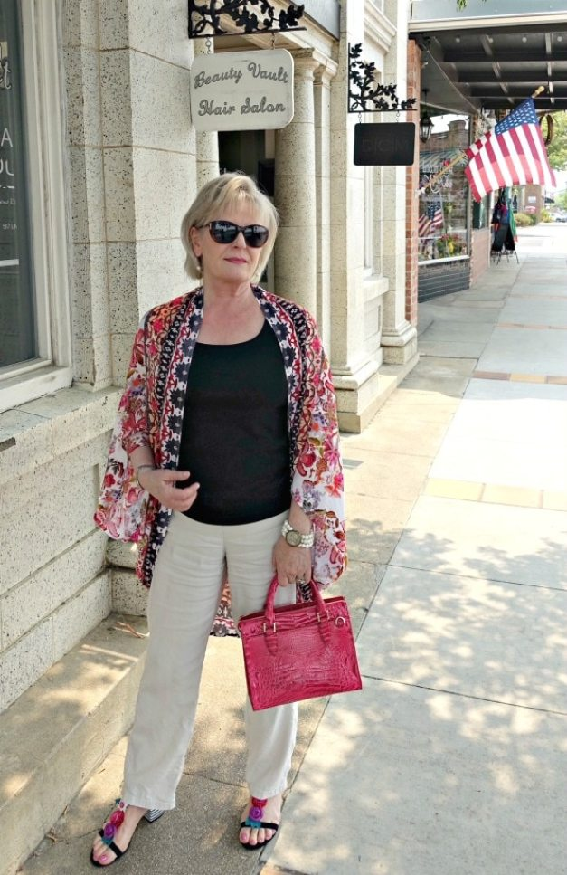 Jennifer Connolly of A Well Styled Life modeling kimono from Anthropologie