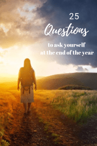 25 questions to ask yourself at the end of the year. www.awelltravelledbeauty.com