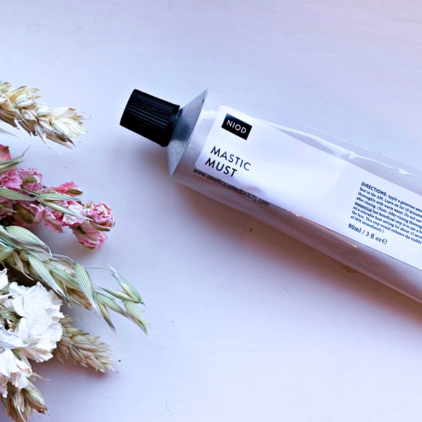 Best of Beauty - The Products that WOWed me in 2018! Why NIOD Mastic Must made the cut. www.awelltravelledbeauty.com