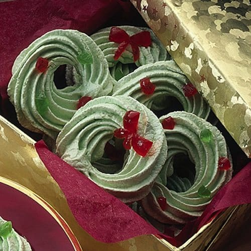 18 Christmas Wreath Themed Treats For Seasonal Sweetness