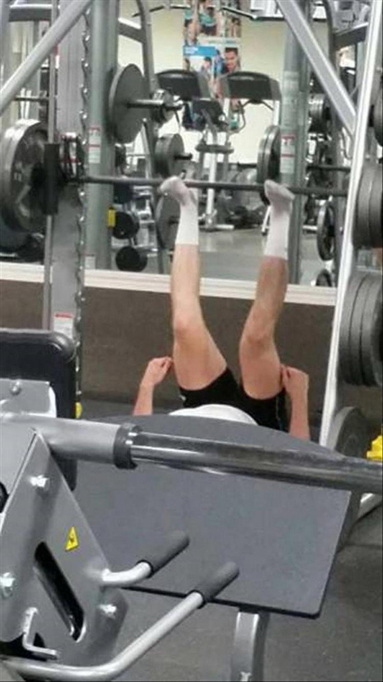 weightlifting-legs-embarrassing-fails