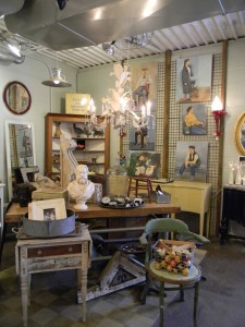 Bluedoor Antiques - The Awesome Mitten