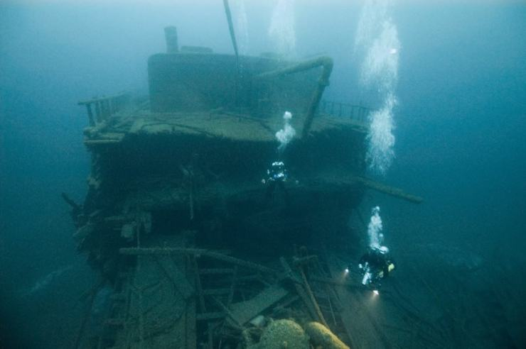 NOAA archaeologists document the damaged stern of the wooden freighter SS Florida. Photo by Tane Casserley/NOAA, Thunder Bay NMS - Awesome Mitten - MittenTrip