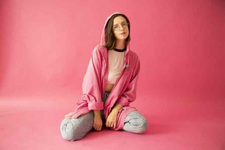 Michigan Musician Stef Chura plays the Mitten - The Awesome Miten