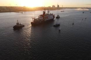 Das Forschungsschiff Polarstern heute morgen bei der Ankunft. RV Polarstern arriving in Bremerhaven.